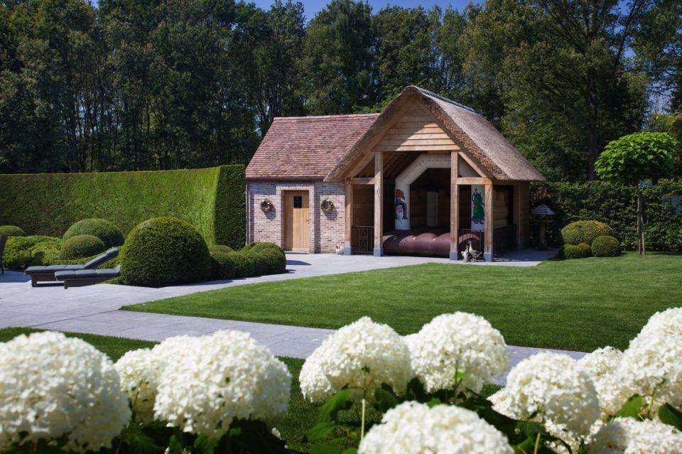 Houten poolhouse met overdekt terras tuinhuis garden house ideas