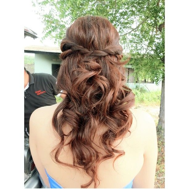 Cute Wedding Hairstyles: Wavy Braided Hairstyle Hairdo For Prewedding, Bride