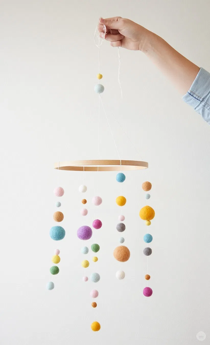 DIY: Embroidery Hoop Baby Mobile – Think.Make.Share. – Heart & Home – Nursery