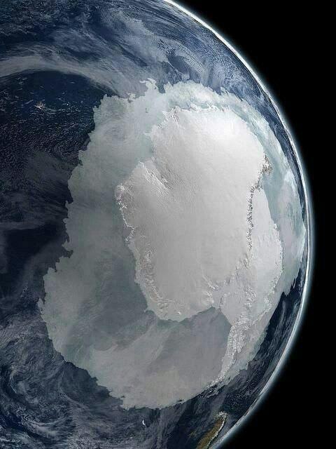 القطب الجنوبي لكوكب الأرض كما ي رى من الفضاء الخارجي The South Pole As Seen From Outer Space Earth From Space Astronomy Science And Nature