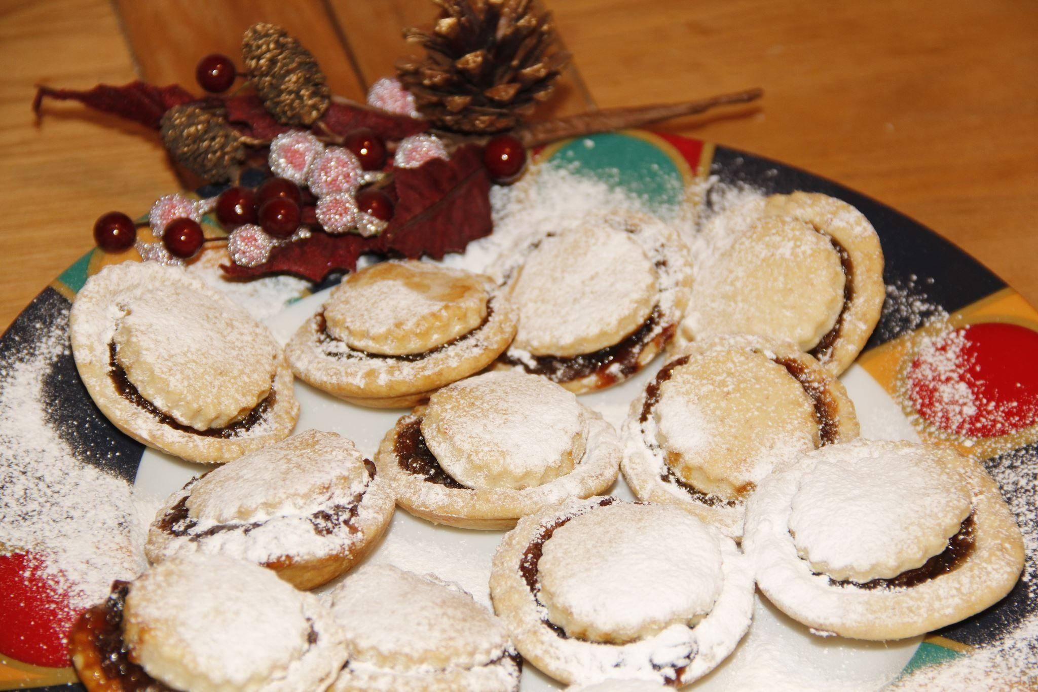 Christmas is around the corner.......homemade Christmas mince pies....yum yum