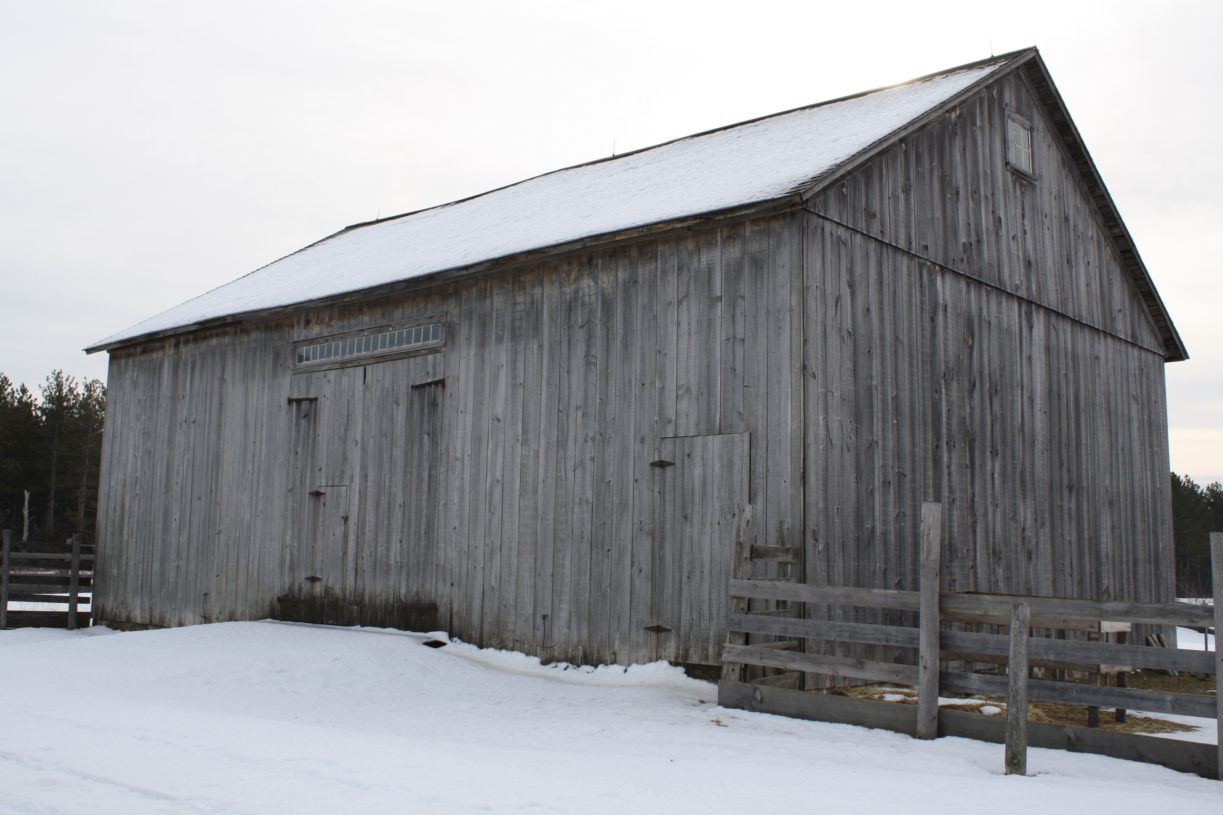 The loomer barn at the s crossroads village old world wisconsin