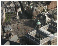 Sono tantissime le attrazioni e le cose da vedere ad Amsterdam. Chilometri e chilometri di canali, centinaia di caratteristiche strade, pittoreschi edifici (se ne contano circa 7.000)...