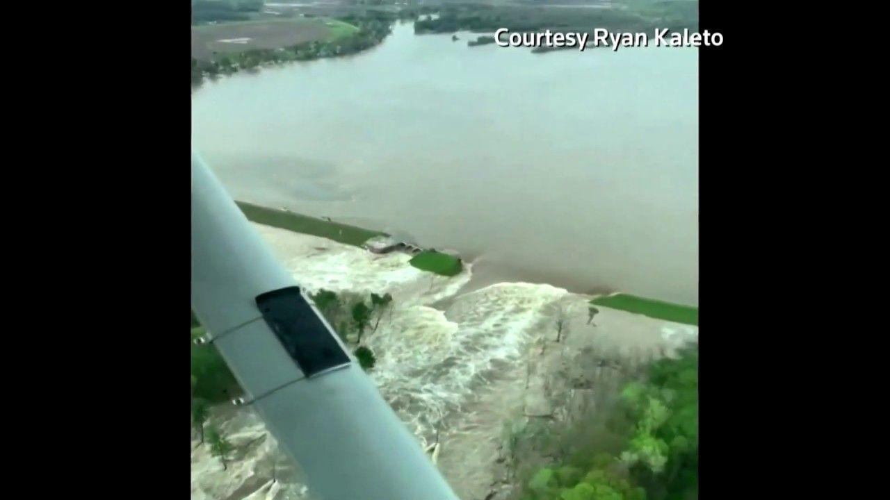 Michigan Governor Declares Emergency After Dams Collapse In 2020 Michigan Gov Dam Michigan