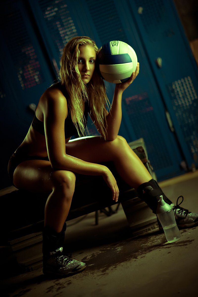 Volleyball Senior Picture Ideas For Girls Sports Senior Picture Ideas Seniorpictureideas Senior Photos Girls Basketball Senior Pictures Girl Senior Pictures