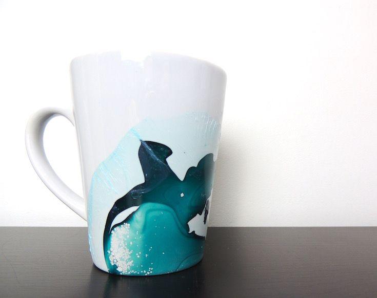 diy personnalise un mug avec du vernis ongles et de l. Black Bedroom Furniture Sets. Home Design Ideas