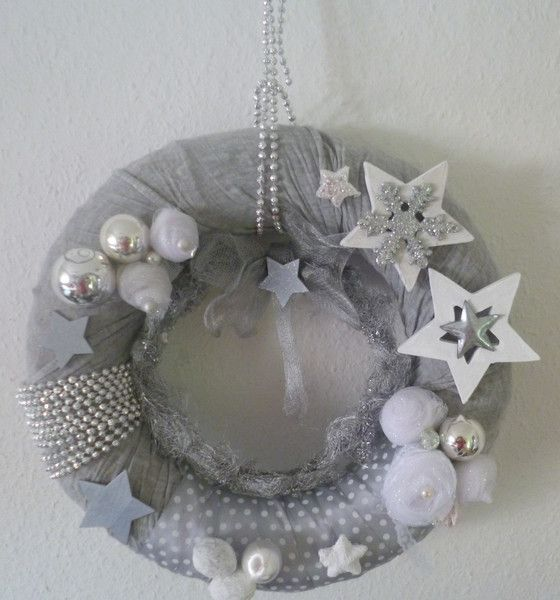 Photo of Ghirlanda natalizia per porte e pareti in grigio e argento di Rosettas Laden su DaWanda …