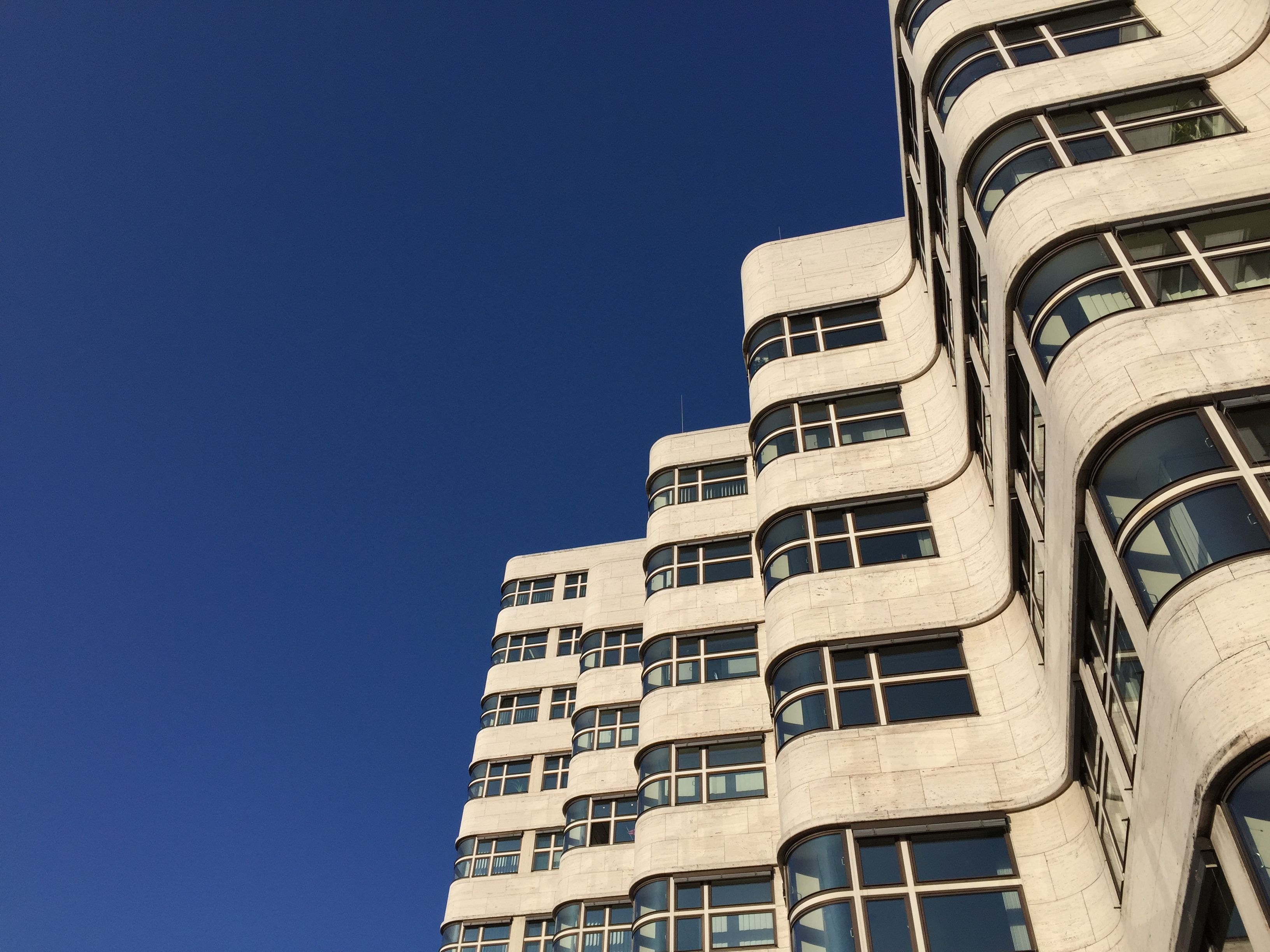 Blue sky over berlin shell house by emil fahrenkamp architecture waves