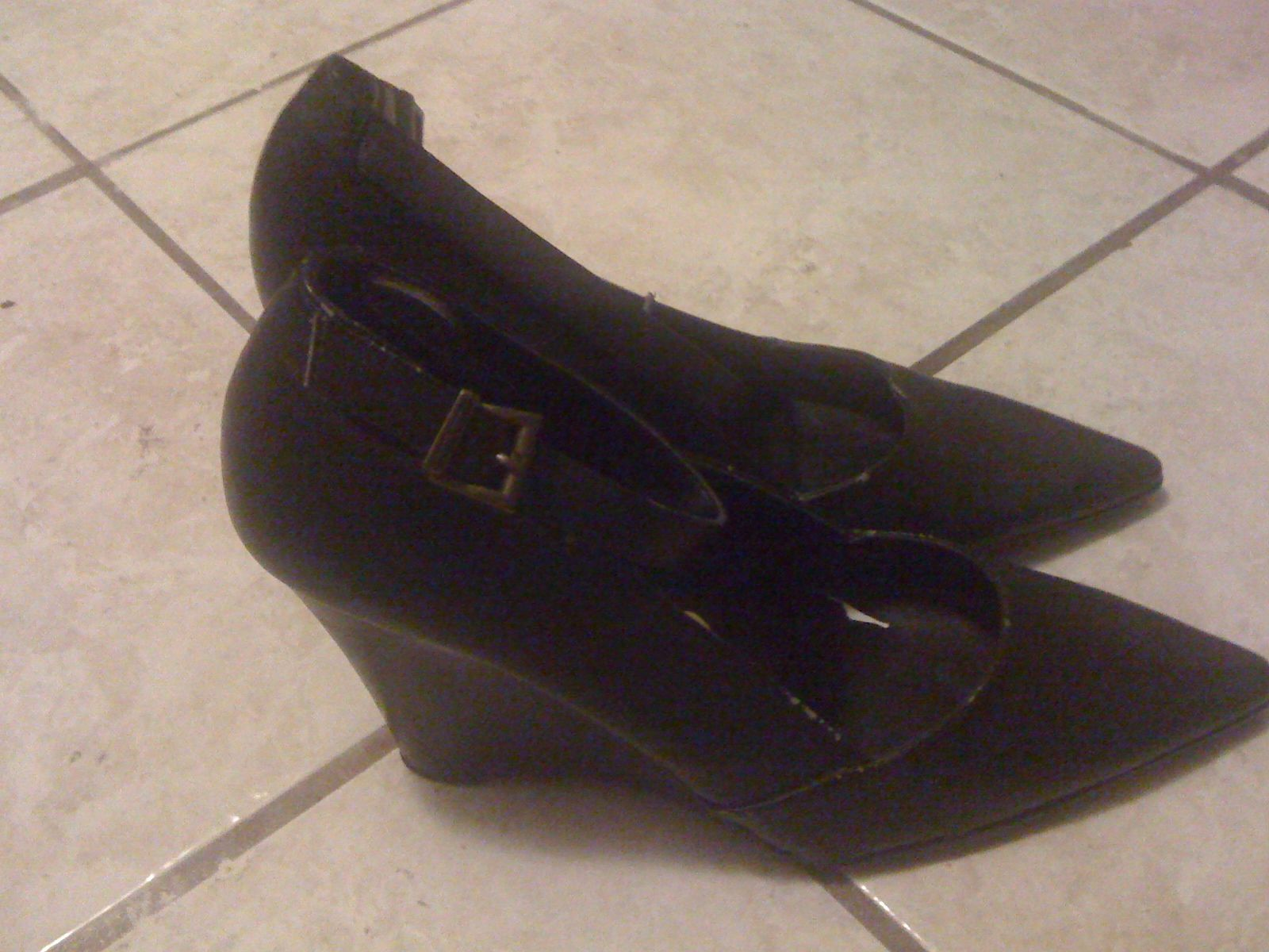 Ladies Shoes Size 8 1/2 in StealofaDeal's Garage Sale in Lake Charles , LA for $3. Ladies brown shoes, size 8 1/2, very good condition. Call 337-515-9054 or email [email removed]