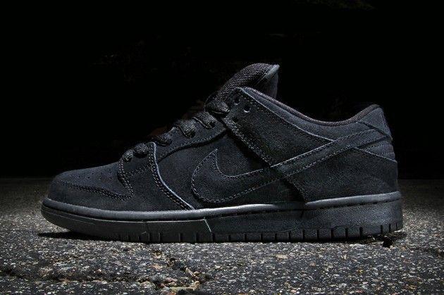 all black nike skate shoes