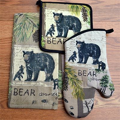 The Bear Country Kitchen Set Handsomely Showcases A Charming Northwoods Design With Wildlife Inspirations That