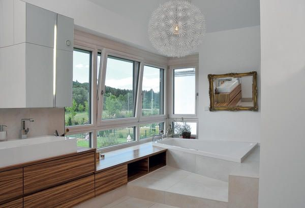 bildergebnis f r badewanne vor fenster br stungsh he einrichtung pinterest badewannen. Black Bedroom Furniture Sets. Home Design Ideas
