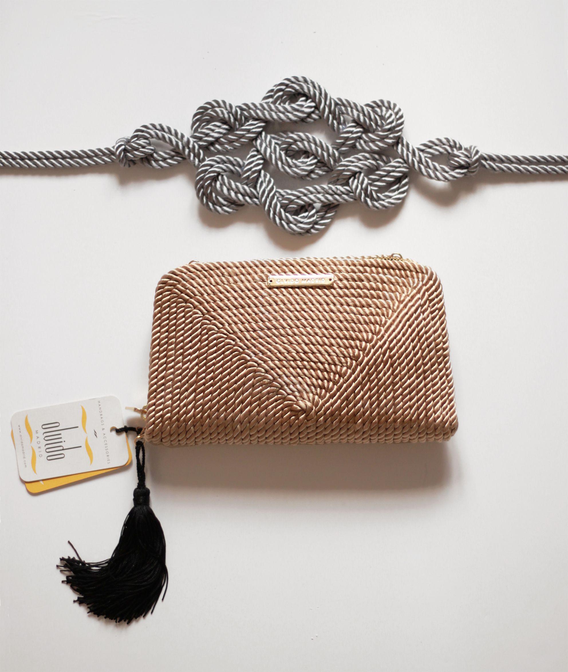 0684963da Bolso y cinturón de fiesta hecho en cordón de seda | Modelo Jimena en nude  y Marieta en gris plata | Diseños OLVIDO MADRID | www.olvidomadrid.es