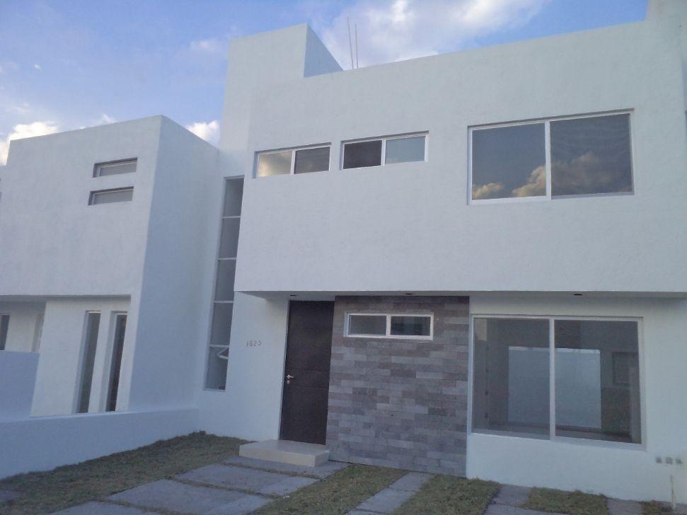 ESTRENE HERMOSA CASA 3 RECaMARAS EN FRACCIONAMIENTO MIRADOR Casas en Venta en Queretaro - RENT365
