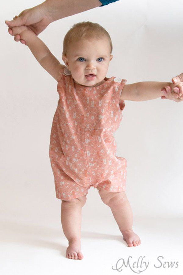 Patron gratuit : une barboteuse pour un bébé garçon (ou fille