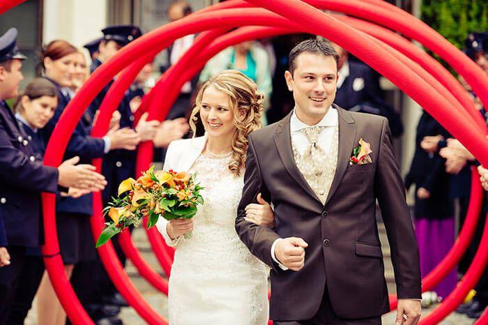 Von Klassisch Bis Modern Beliebte Hochzeitsbrauche Die In Erinnerung Bleiben Hochzeitsbrauche Hochzeit Brauche Hochzeit