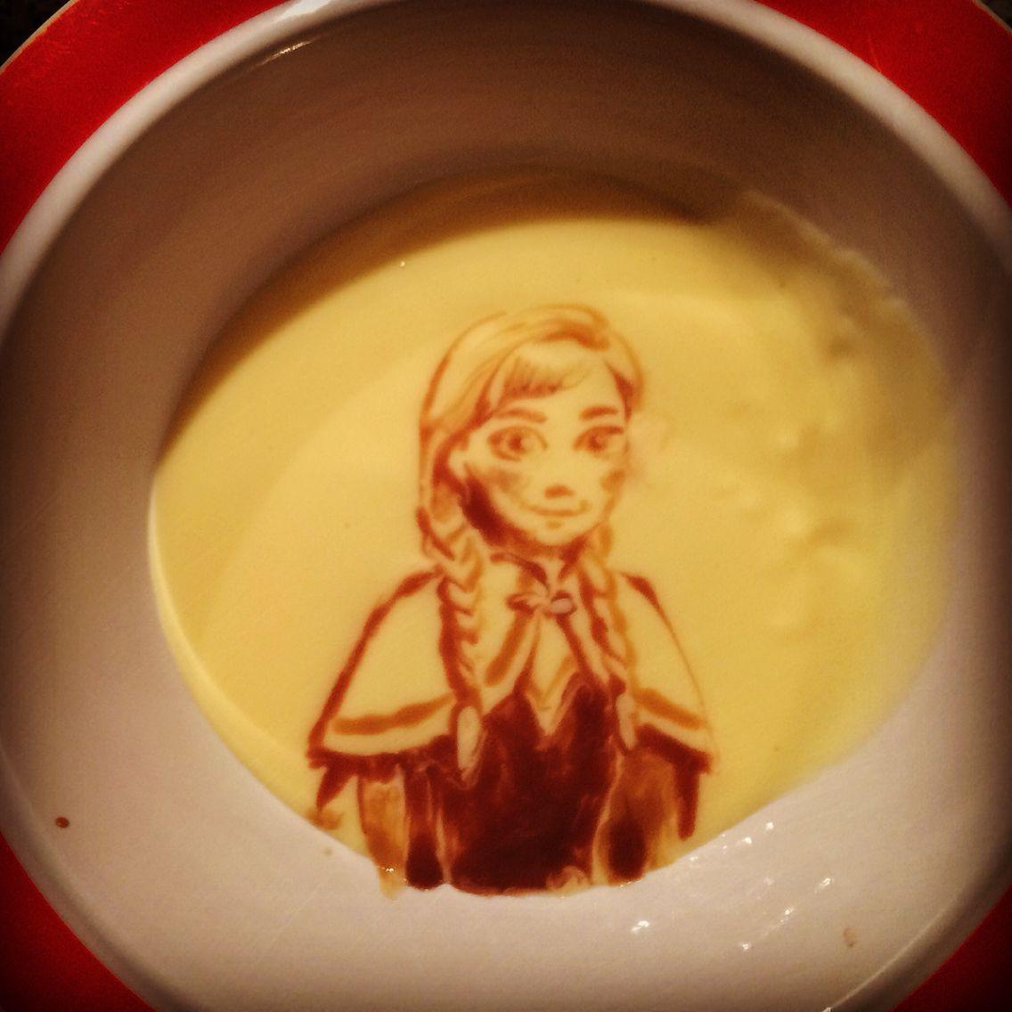 Frozen Anna in custard #foodart #vlaart Disney