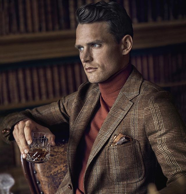 dunhill Autumn Winter 2016.  This season dunhill refines the art of gentlemanly dressing. Equipping for both town and country, with weekend-appropriate blazers and fine cashmere knits.  #dunhill #aw16 #menswear #britishstyle  Styled by: @mrmay1  Captured by: @john_balsom  Discover the new campaign at dunhill.com