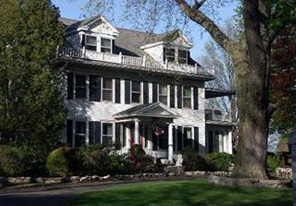 Fabulous 1910 Farmhouse In Wallingford Ct Houses We Love Download Free Architecture Designs Scobabritishbridgeorg