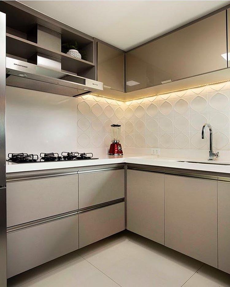 Cozinha l Tom nude dos armários, ficou sofisticadíssimo!! Eu adoro!! Projeto…