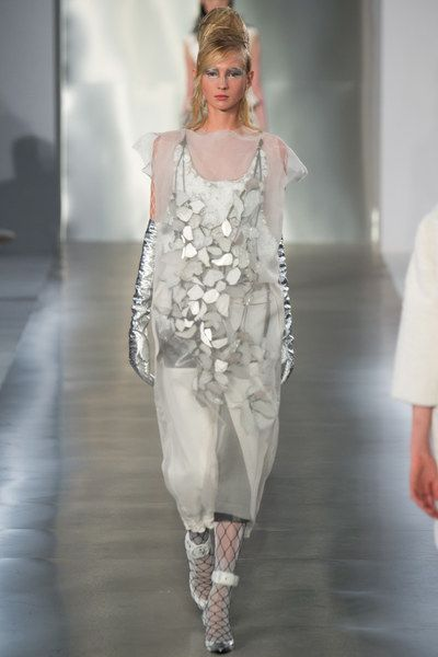 See the complete Maison Margiela Spring 2016 Ready-to-Wear collection.