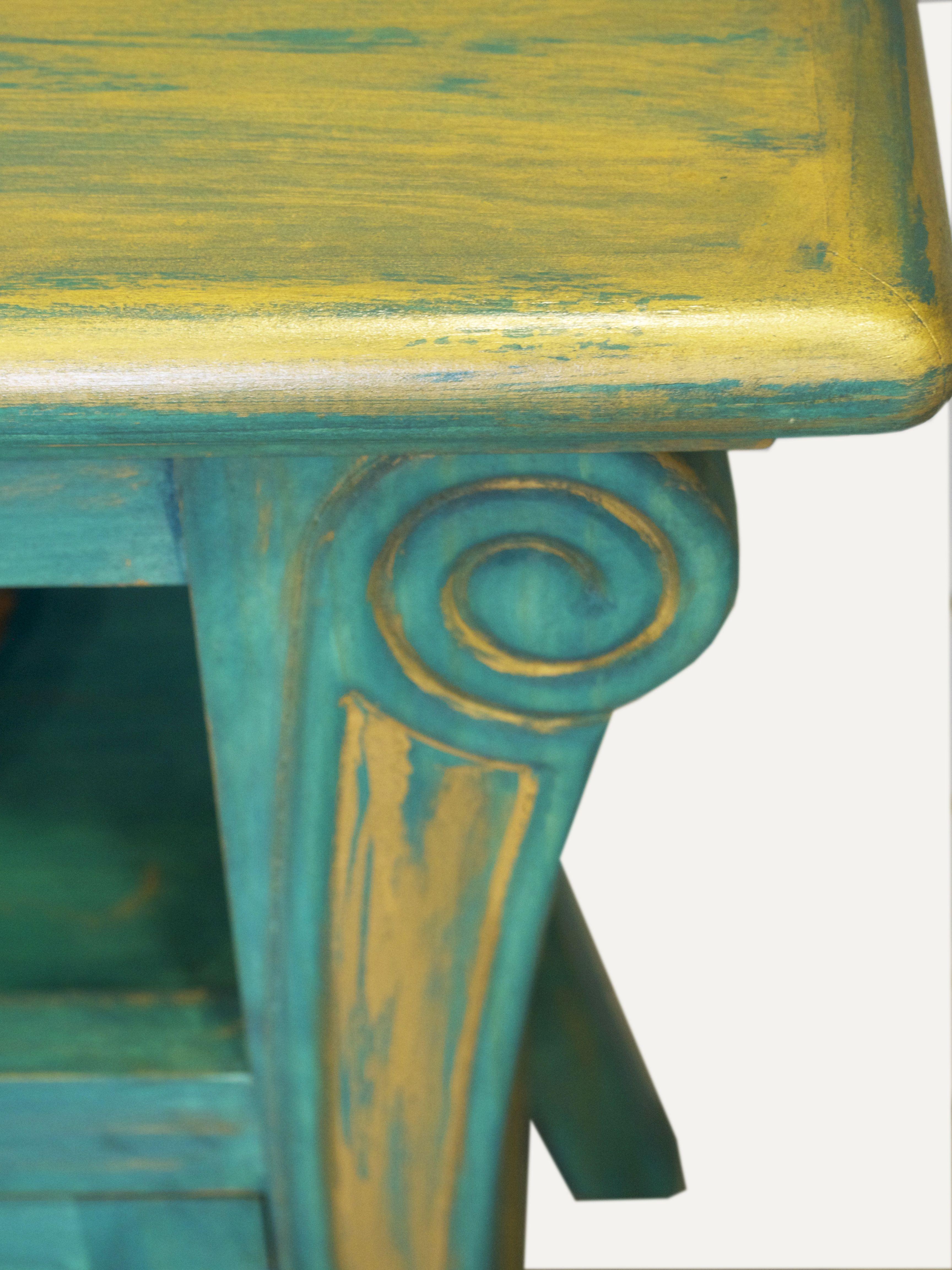 Detalle de mueble tv pintado a mano en verde azulado y - Muebles antiguos pintados ...