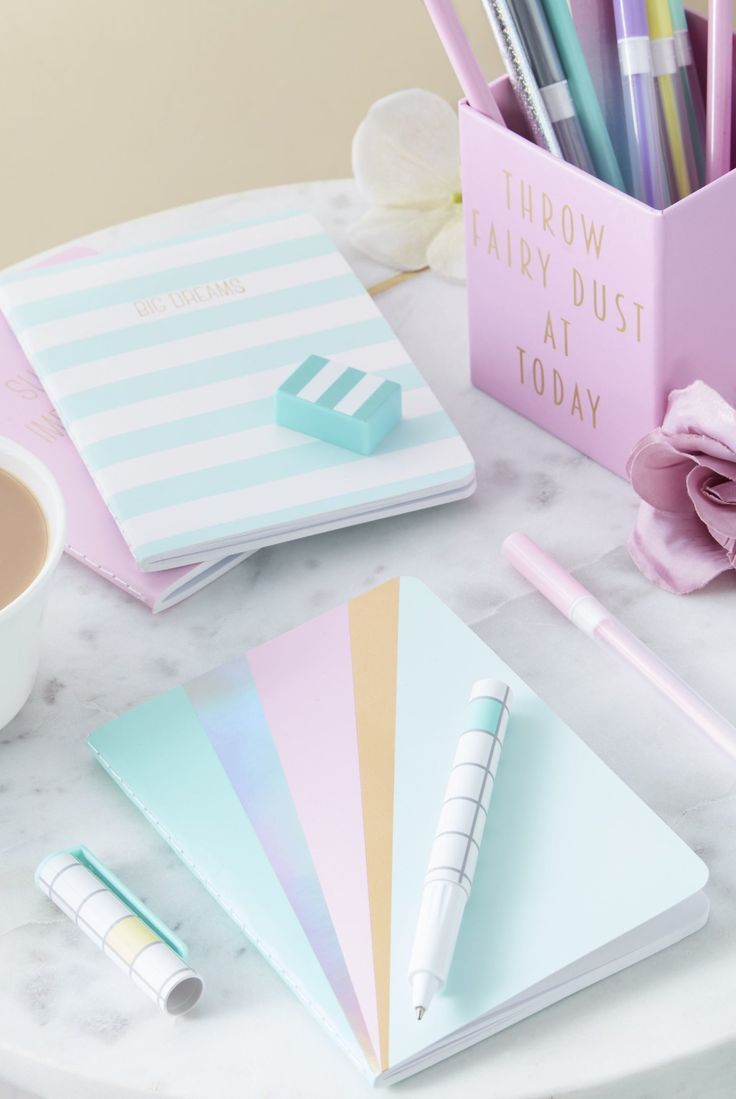 There S So Much Choice For Pretty Stationery On The High Street And Online Like This Pastel Station Planejadores Organizacao De Papelaria Ideias Para Cadernos
