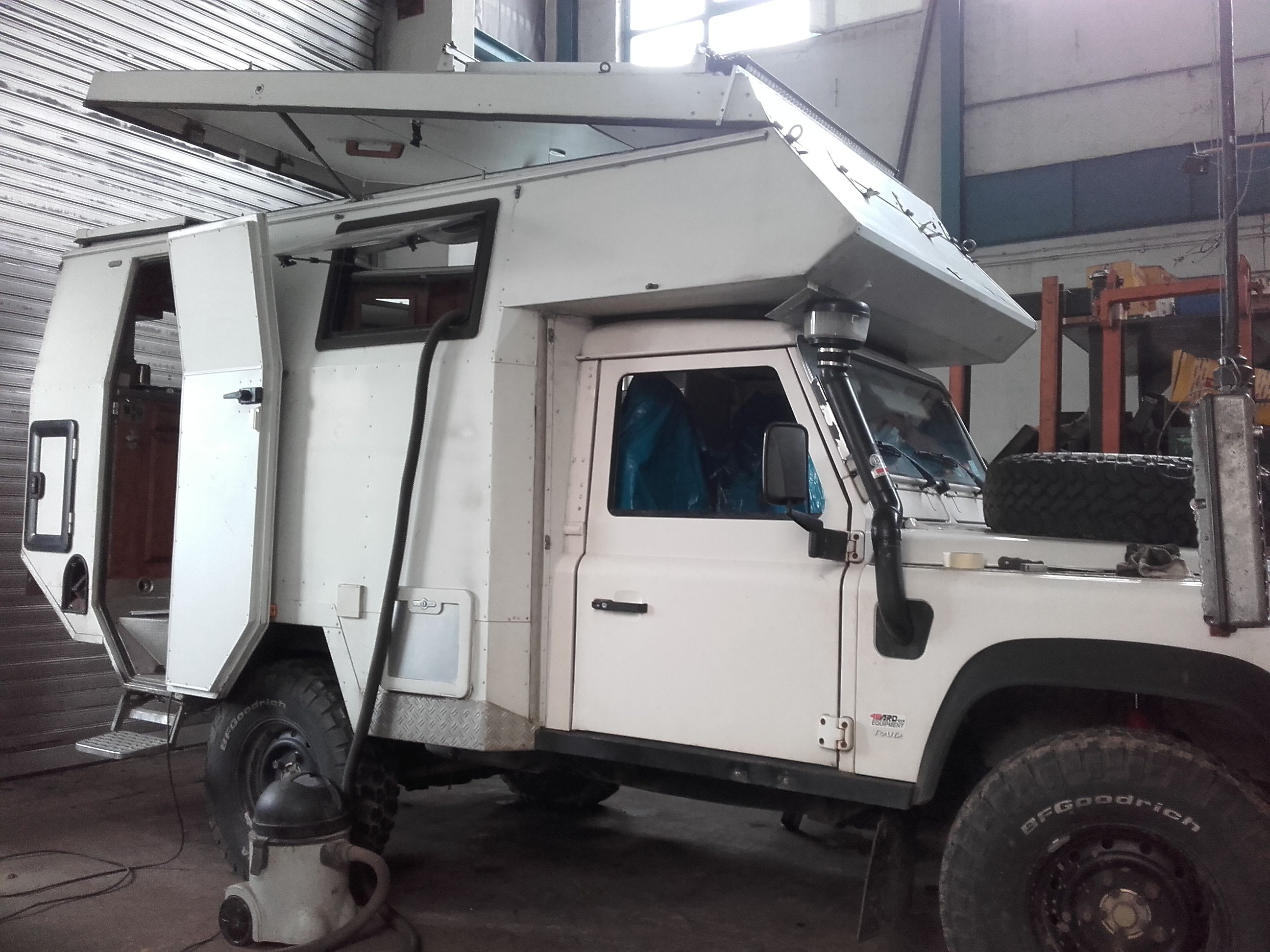 Landy Camper Basis Defender 110 Tdi Expedition And