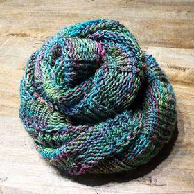 Photo of Dornröschenwolle: Eine Schleife und die Anweisungen und die frische Wolle