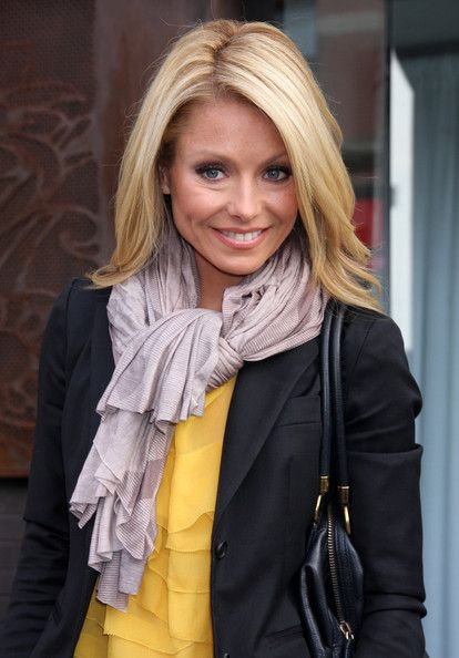 Kelly Ripa Seen Out In New York City Kelly Ripa Hair Hair Styles Long Hair Styles