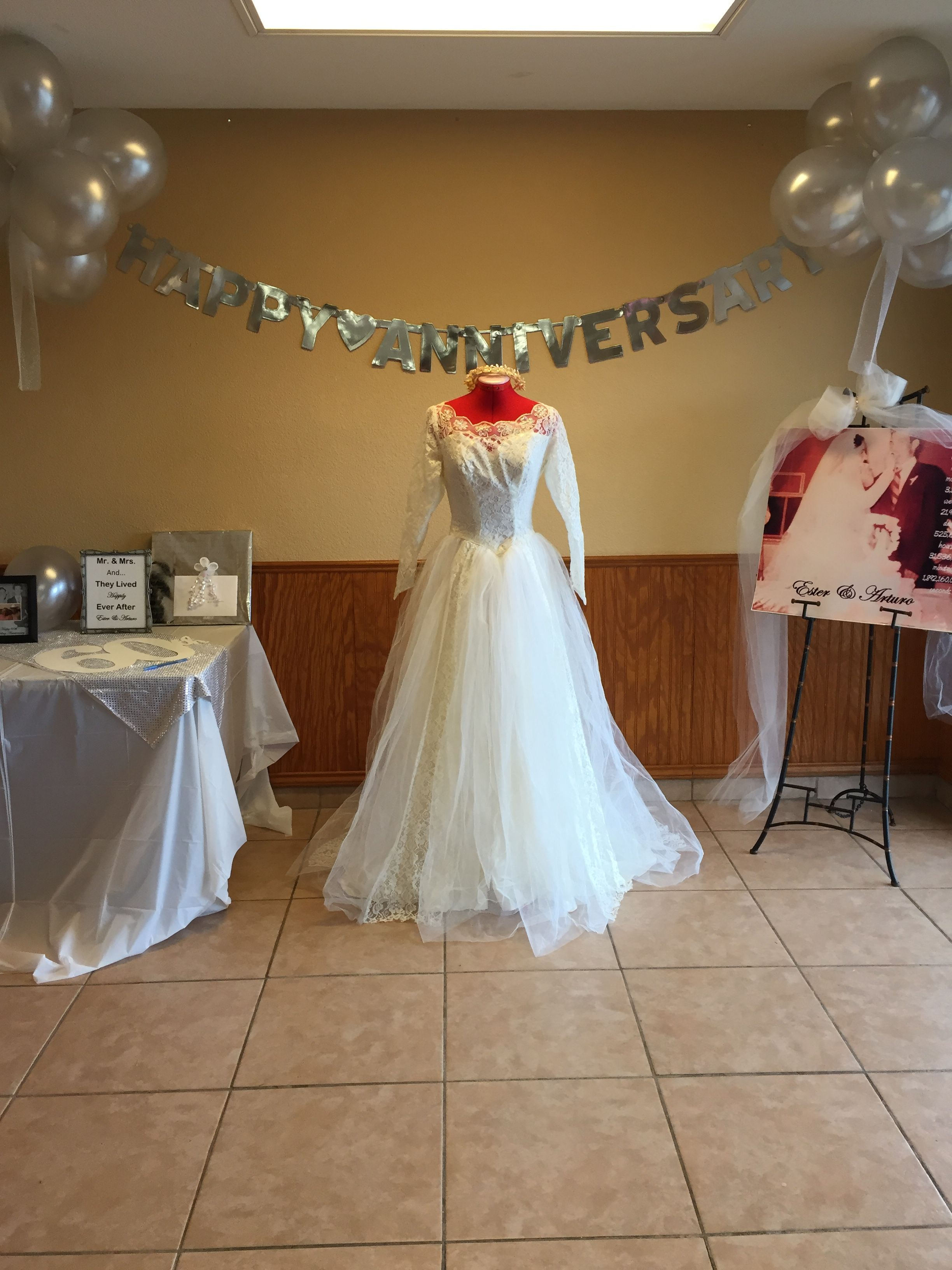 Th wedding anniversaryding dress display party