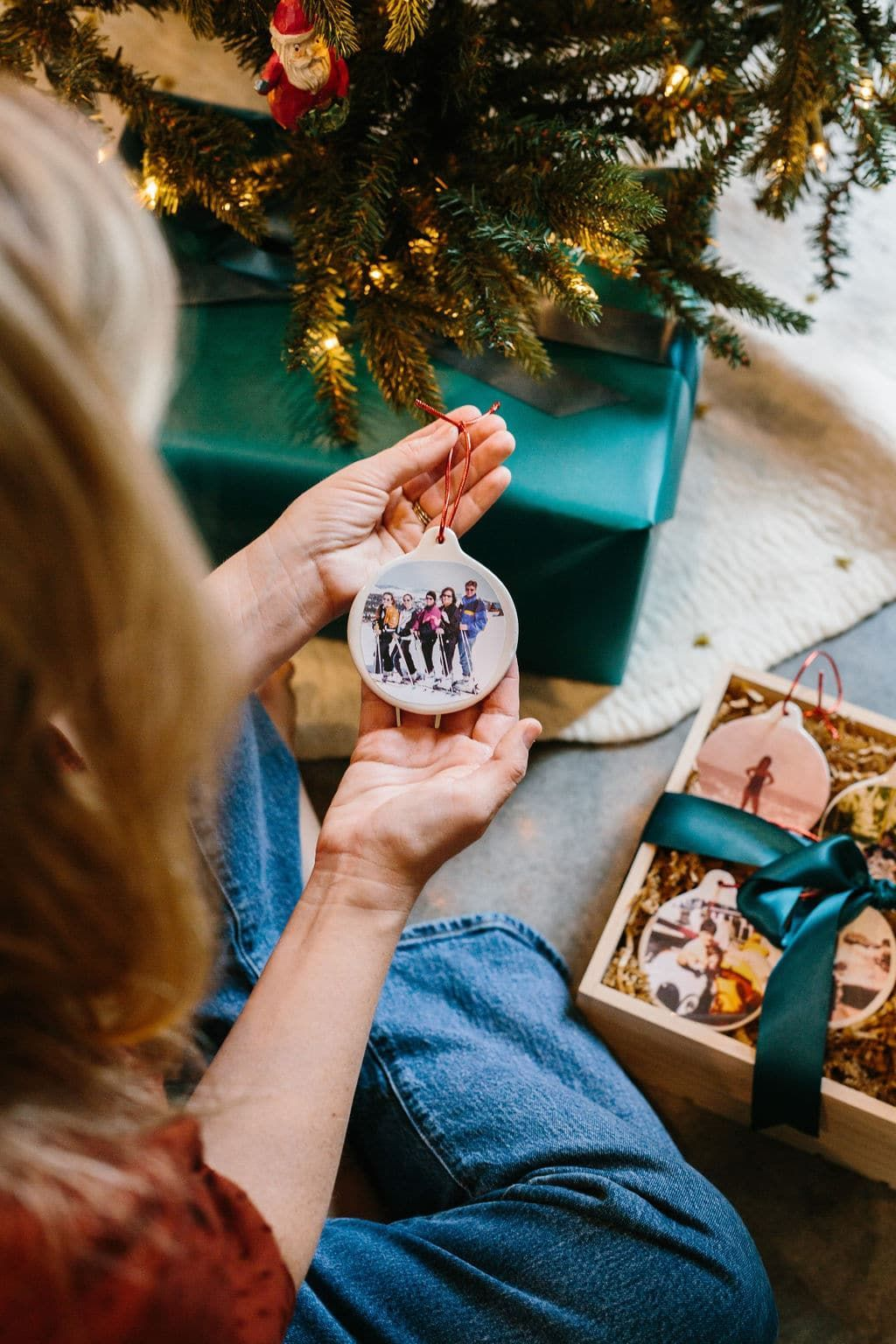 How to DIY Custom Family Photo Ornaments this Holiday