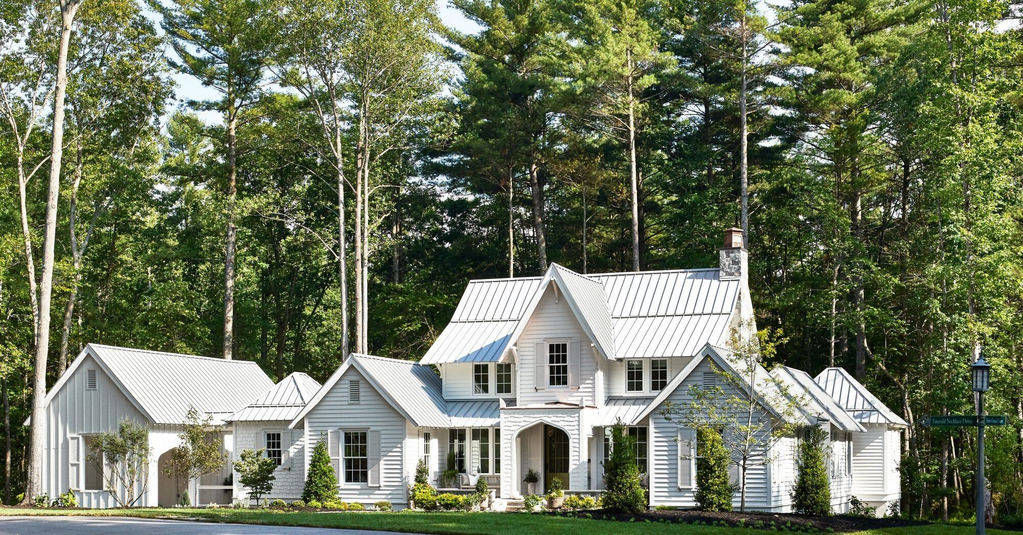 2020 Southern Living Idea House A Dreamy Blue Ridge Mountain Hideaway In 2020 Southern Living Homes House Mountain House Decor