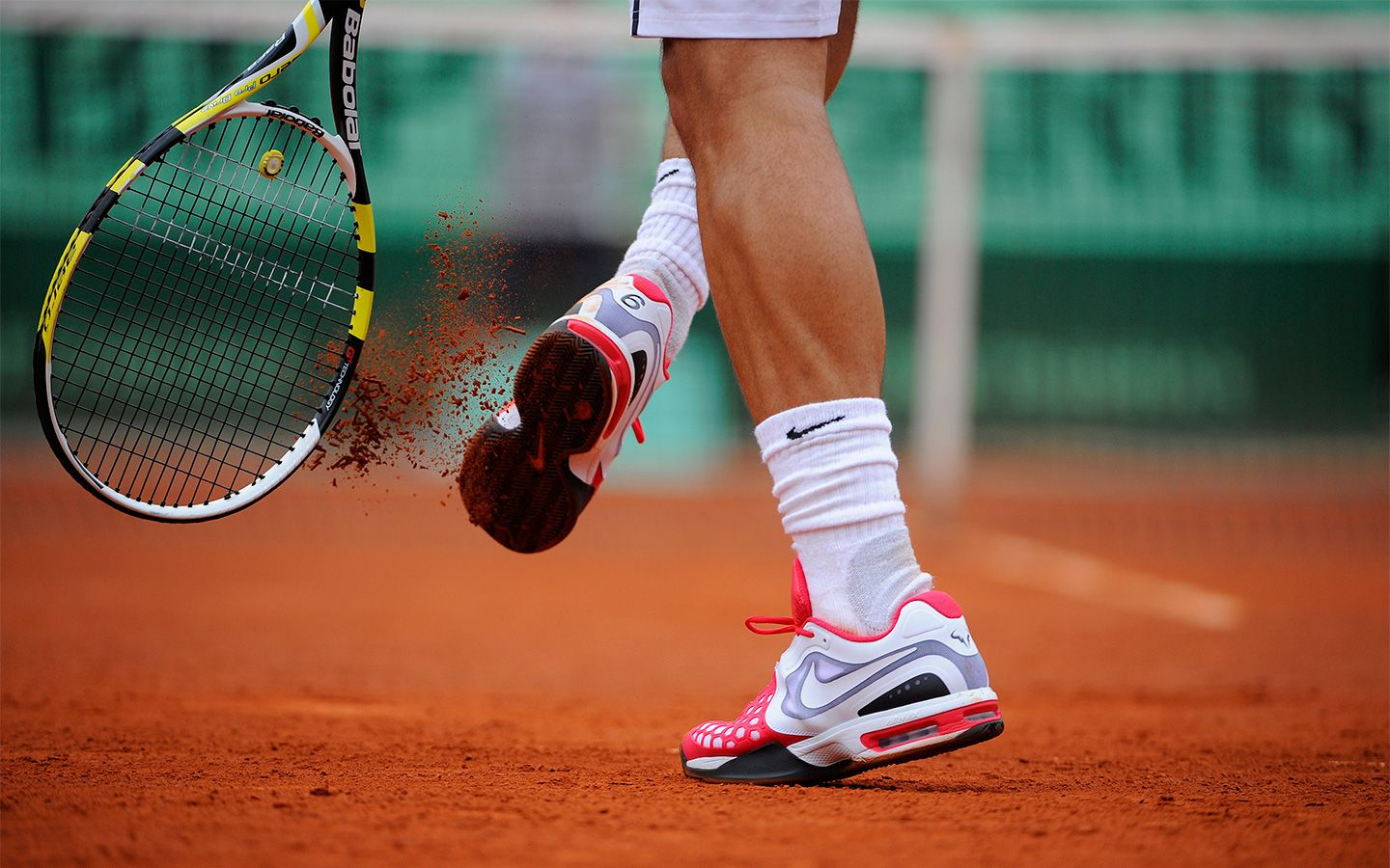 Rafael Nadal Gets The Clay Out Of His Shoes During His Match Against Nicolas Almagro Nadal Tennis Tennis Rafael Nadal