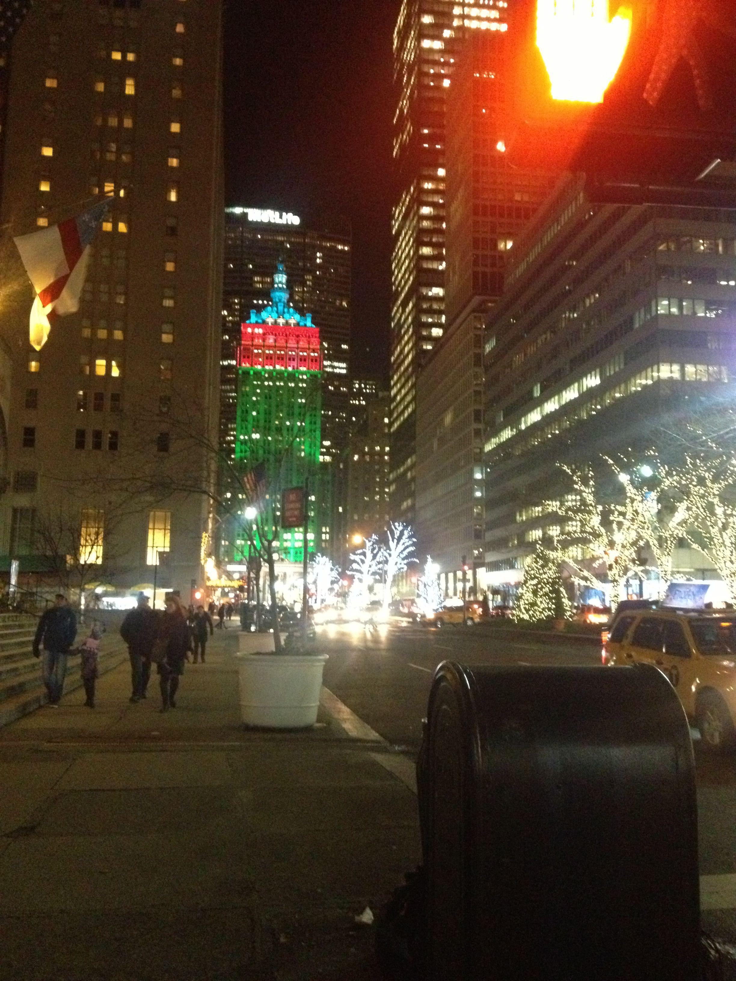 MetLife Building Christmas lights - Christmas time NYC | Perfect ...