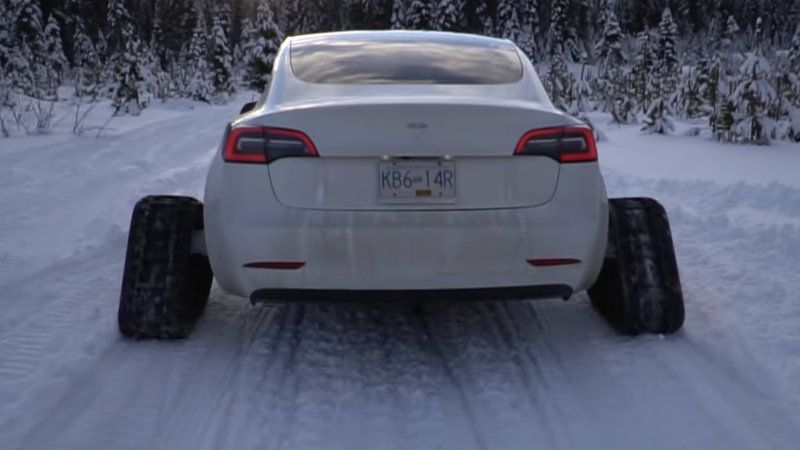 Tesla Model 3 on tracks goes clout chasing in the ...