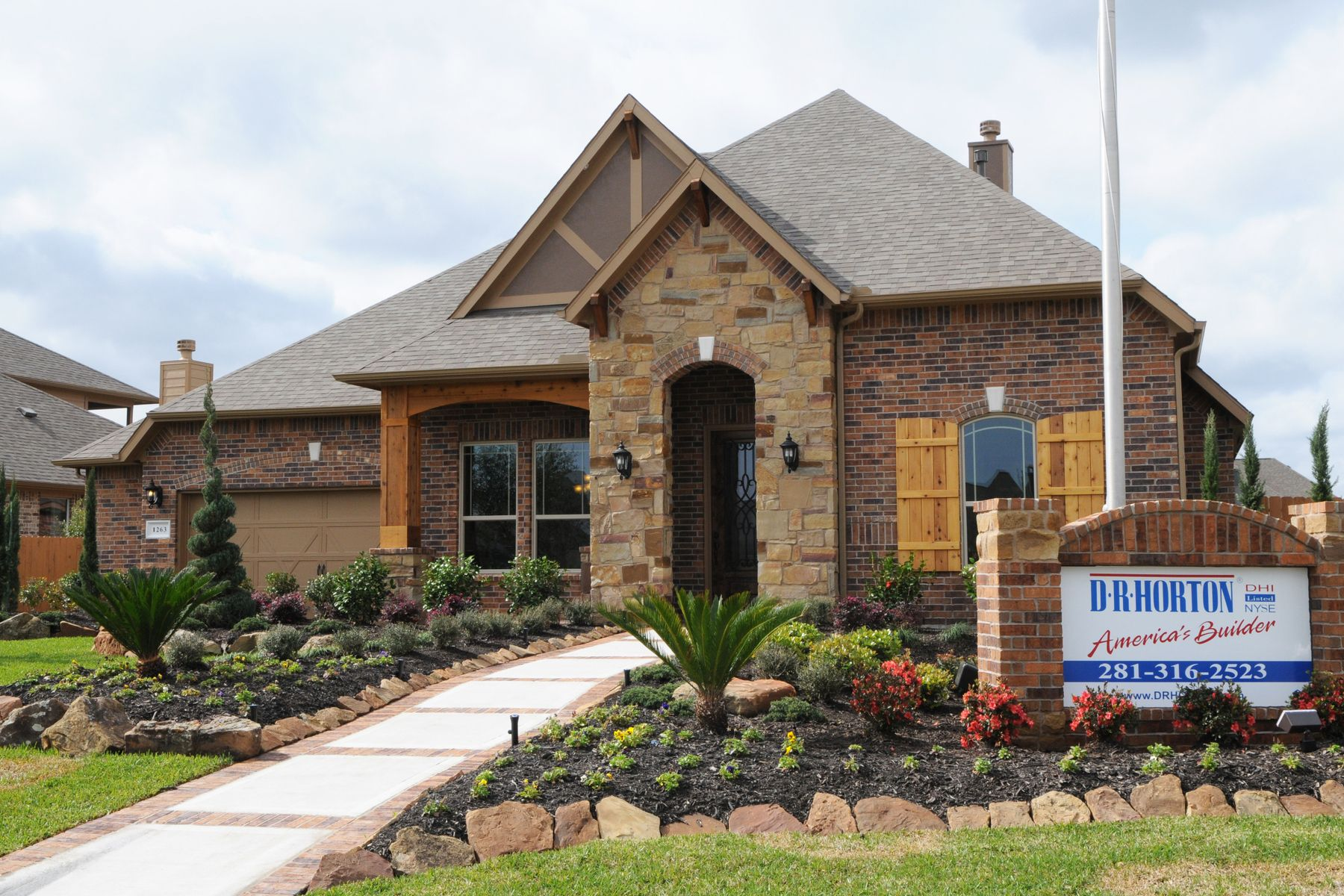 Dr horton model home in tuscan lakes the dream house for Tuscany model homes