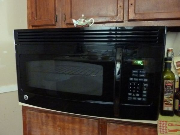 85 Under Cabinet Mount Microwave Black