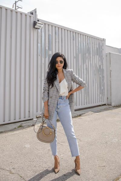 In this part of Petite Women's Ultimate Guide to Dressing for your Body Shape we will have a look at the body type X (Hourglass). Follow @walkinwondrland for style inspiration for body shape X.