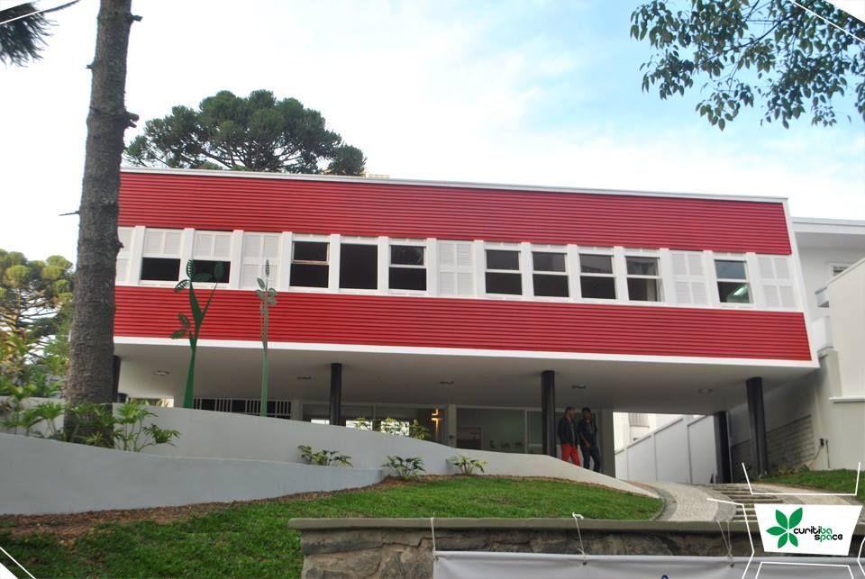 A Residência Belotti – do casal Medoro e Nine Belotti – e que foi projetada por Ayrton Lolô Cornelsen é um verdadeiro marco arquitetônico em Curitiba.