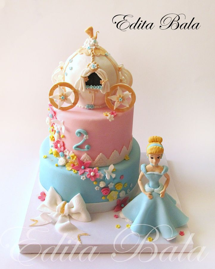 Cinderella and her Carriage Cake all edible Cakes Highly