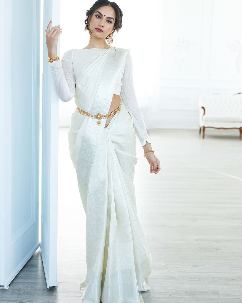 Photo of How To Nail An Off-White Silk Saree Look!