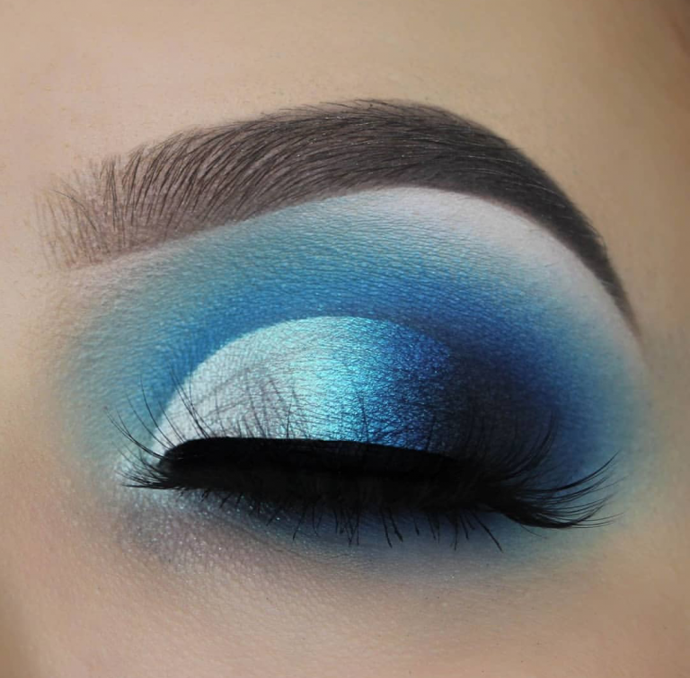 10 Blue Eyeshadow Looks You Should Totally Own This Party Season! #eyeshadowlooks