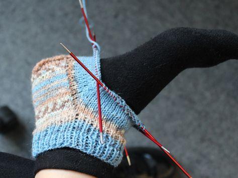 Chaussettes en tricot pour les nuls – instructions, y compris le tableau des tailles   – Muster, Anleitungen, Häkeln und Stricken