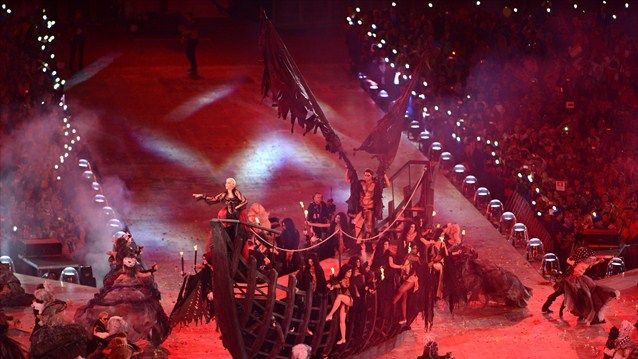 Anne Lennox performs at the Closing Ceremonies of the 2012 London Olympics.