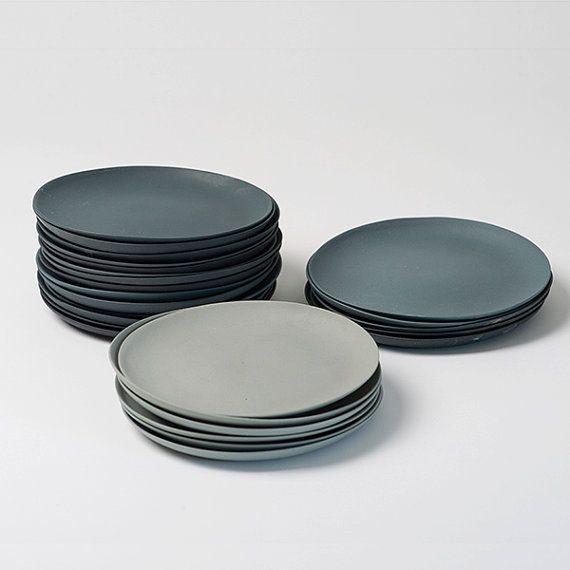 Ensemble de plaque de porcelaine grise par GoldenBiscotti sur Etsy