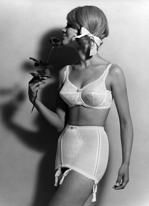 In the 60 s and 70 s pointy bras were no longer circle-stitched ... beceae241