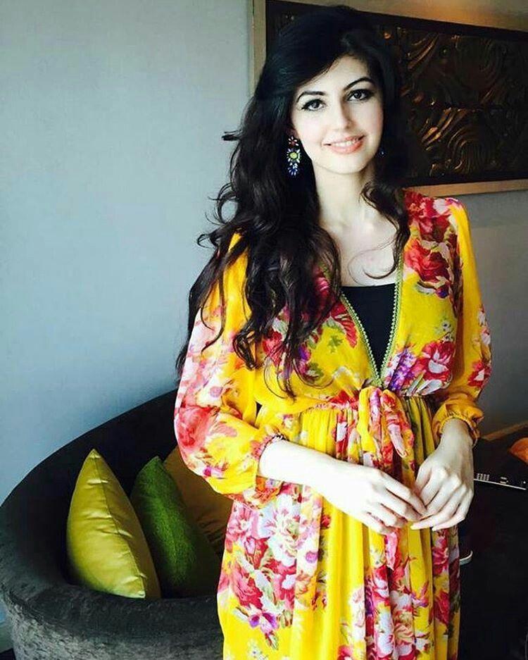 Pakistani hot actress Anam Gouhar