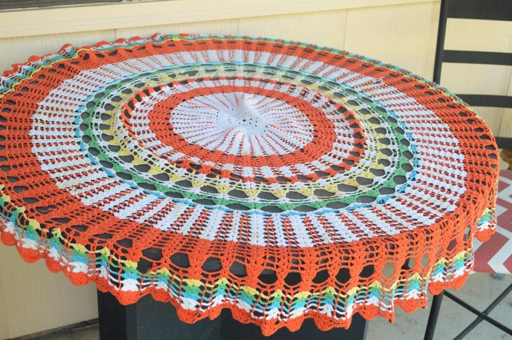 Vintage Hand Crochet tablecloth round scallop edge 50\