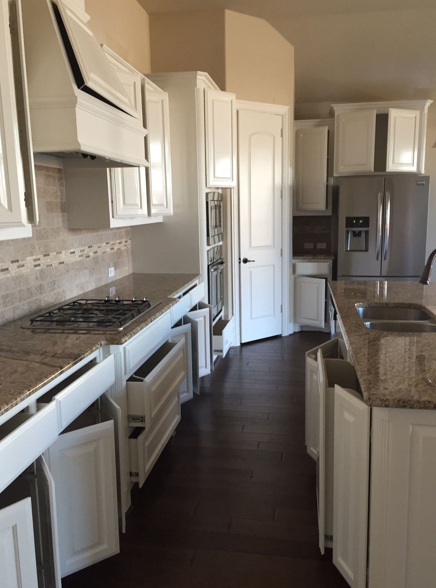 Old And Dated Oak Cabinets Were Brought Back To Life By Dfw Painting S Amazing Crew Dfwpainting Paintedc Kitchen Cabinets Custom Kitchen Cabinets Oak Cabinets Redo